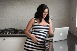 Madre nuevamente embarazada escribe en su blog de maternidad.
