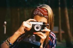 Niña sueña con ser una fotógrafa de renombre.
