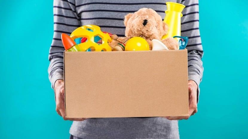 Caja de juguetes para donar
