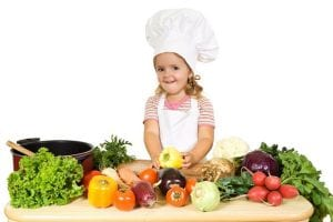 Niña con comida saludable
