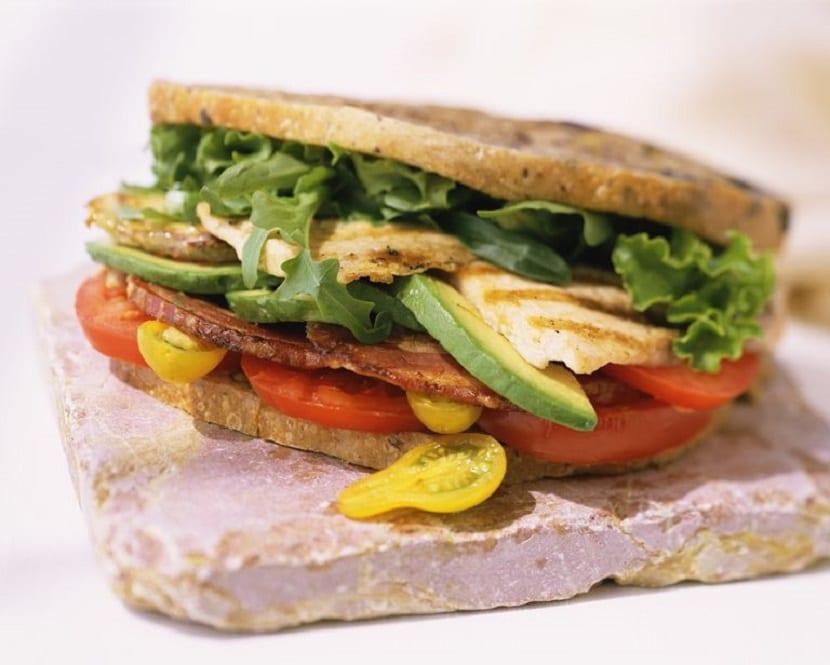 Sándwich de pavo y espinacas