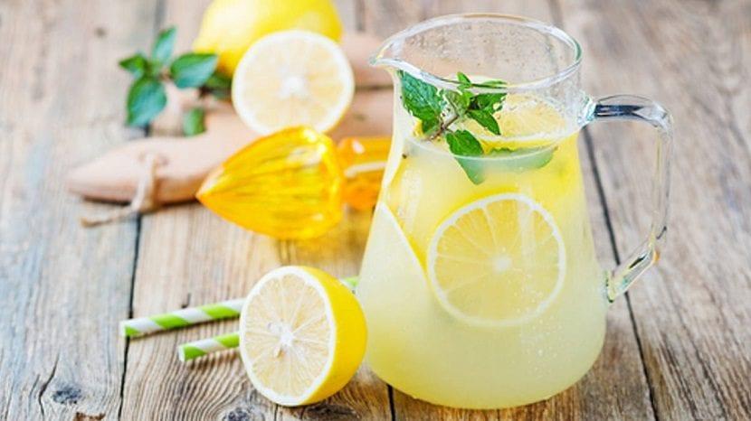 Jarra con limonada