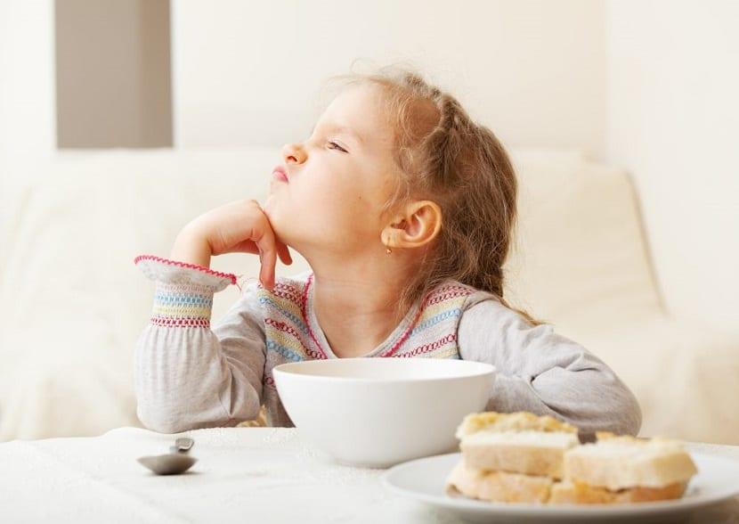 Niña se niega a comer