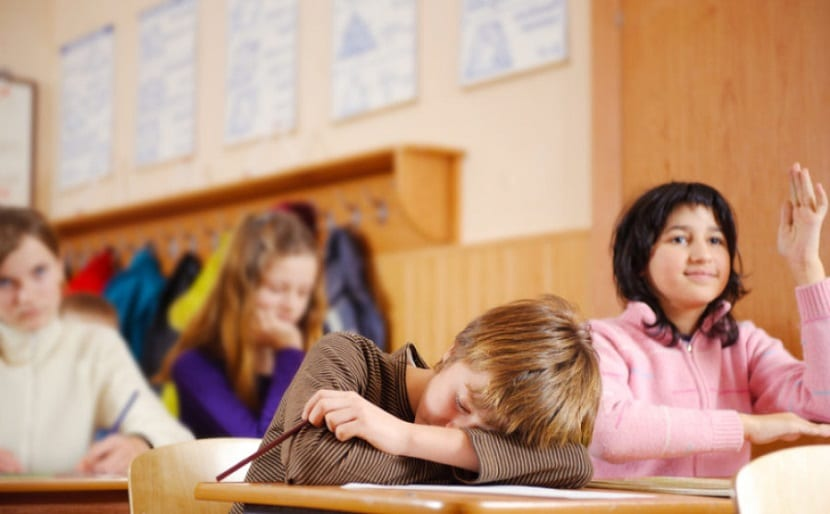 Niño dormido en clase