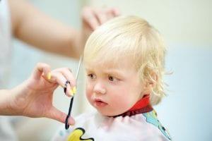 Corte de pelo a un bebé