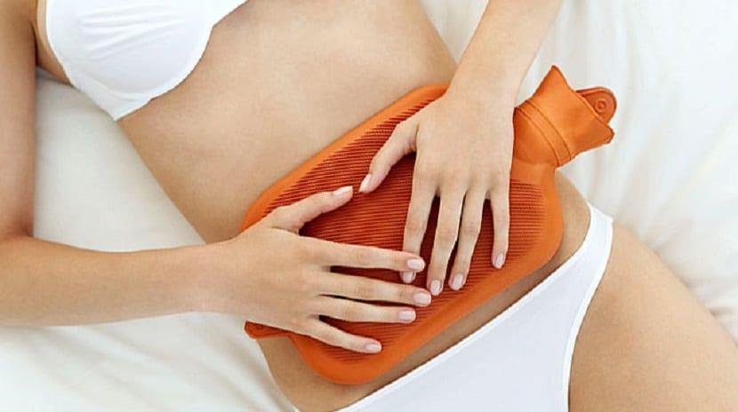 Aplicar calor para aliviar el dolor por entuertos