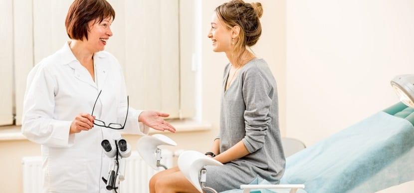 Mujer en el ginecólogo