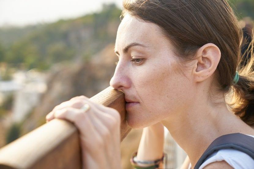A mujer con esclerosis múltiple le invaden miedos ante su próxima maternidad.