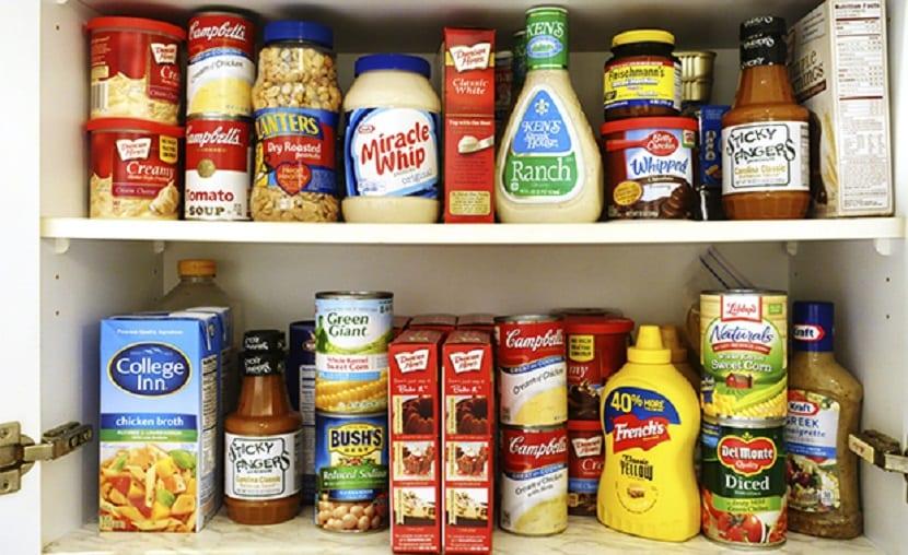 Despensa con productos poco saludables