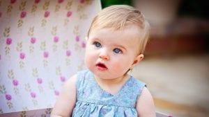 bebe bonita con ojos azules