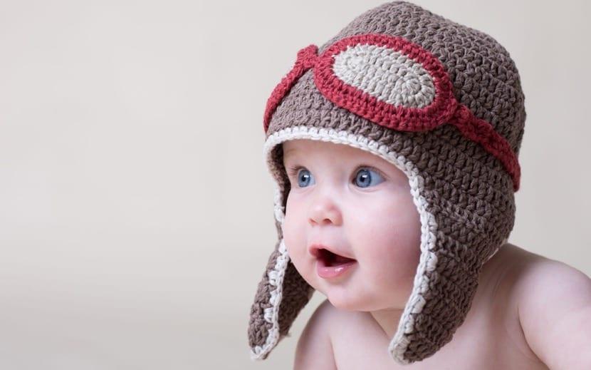 nena preciosa con ojos azules