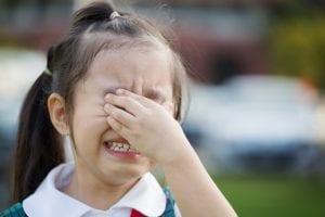 niña llorando porque siente presion