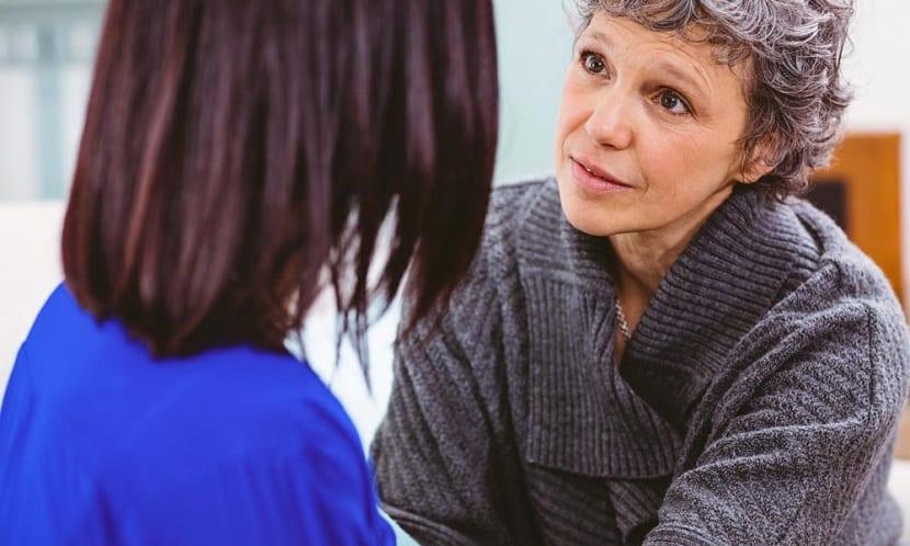 Madre habla con su hija sobre el cáncer