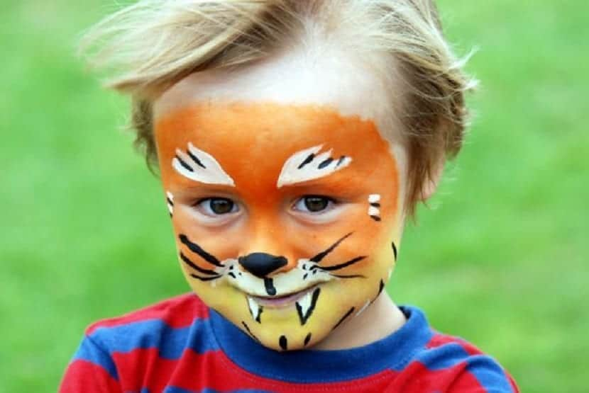 Maquillaje de tigre infantil