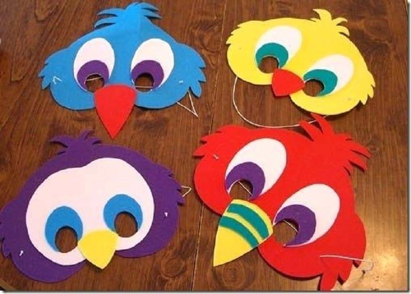 Máscara de pájaro de goma eva