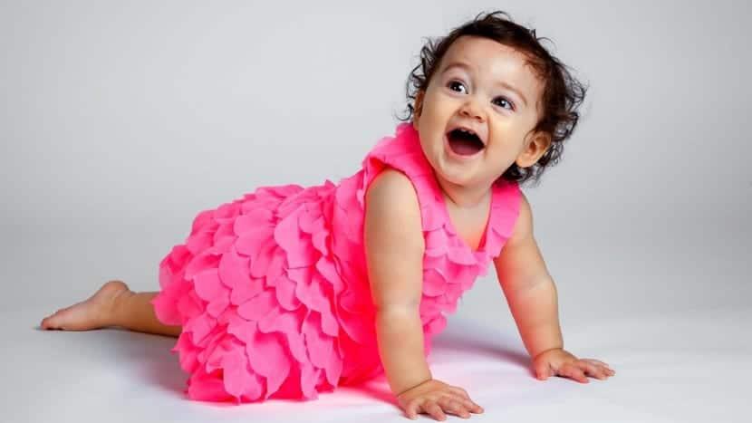 preciosa bebe con vestido rosa