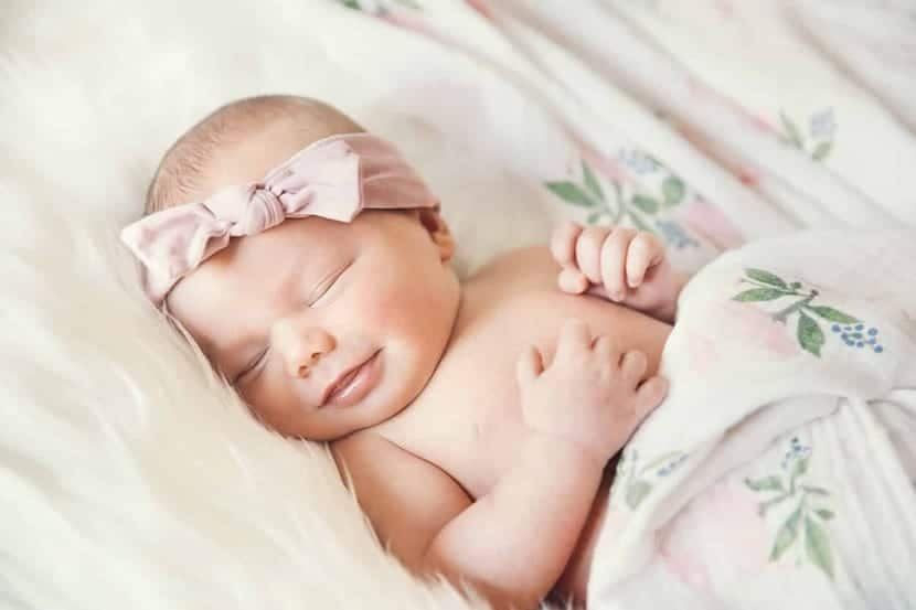 nena recien nacida dormida