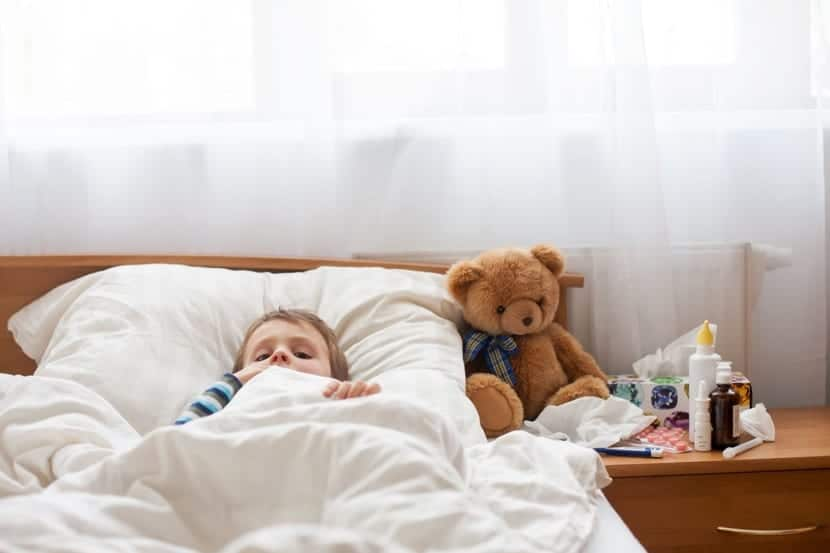 nenes enfermo en casa