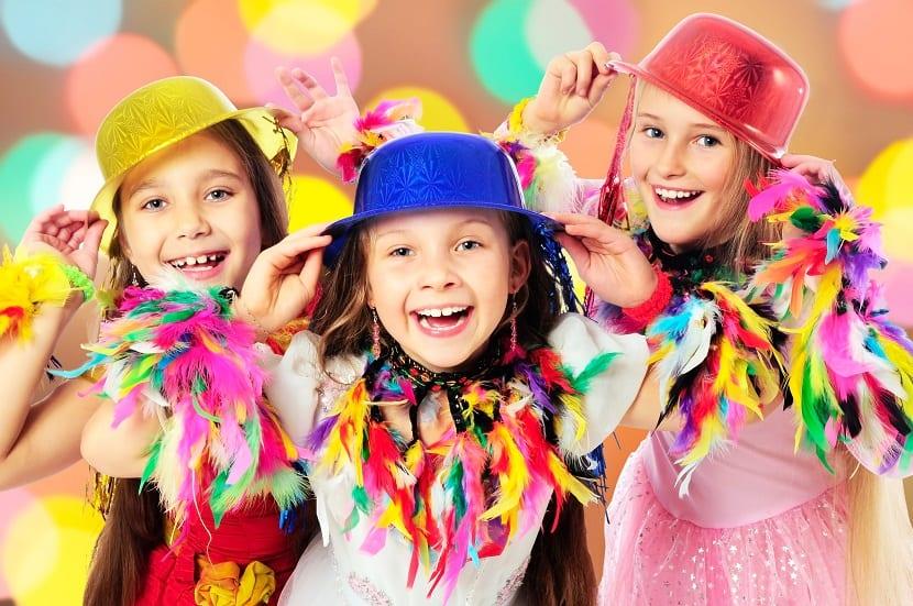 Niñas disfrazadas de Carnaval