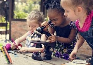 Niñas haciendo ciencia