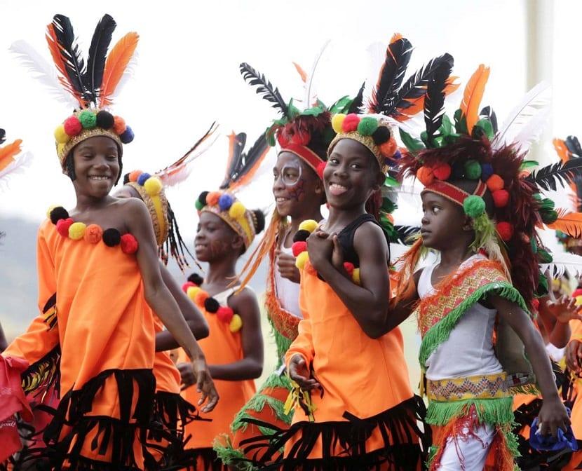 Niños disfrazados en un desfile de Carnaval