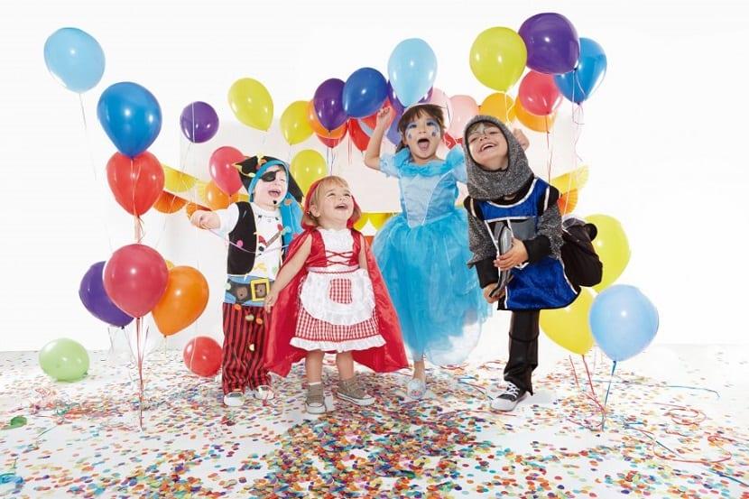 Niños disfrazados de carnaval