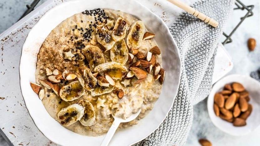 Porridge de plátano y almendra
