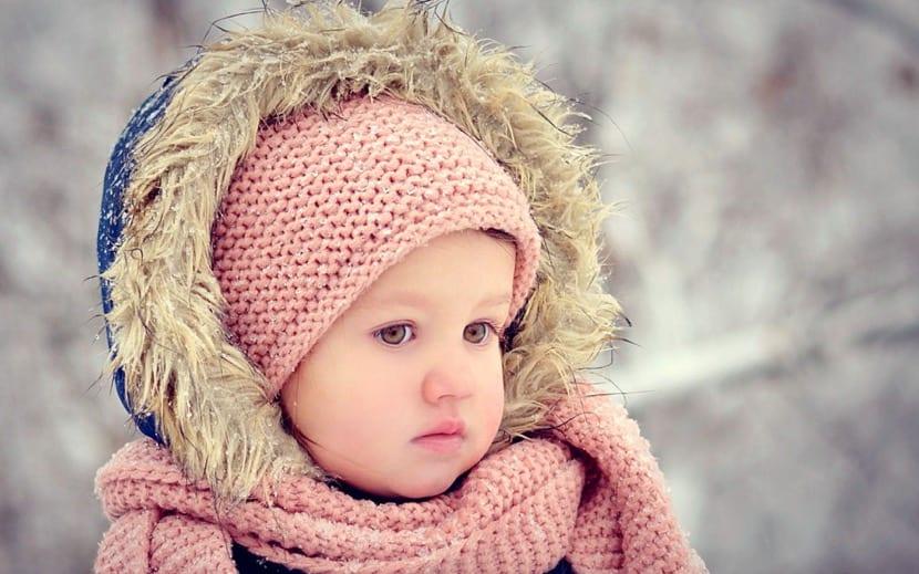 preciosa nena peque con frio