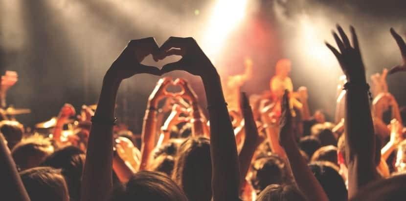 adolescentes y conciertos