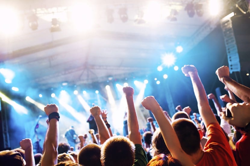 adolescentes que van de concierto