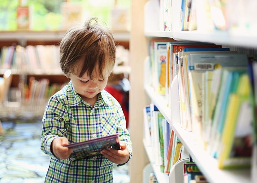 Visitar una biblioteca con los niños