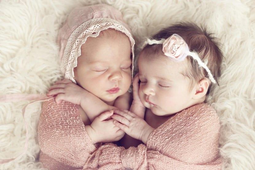 bebes gemelos nena