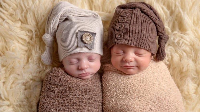 gemelos bebe con gorrito