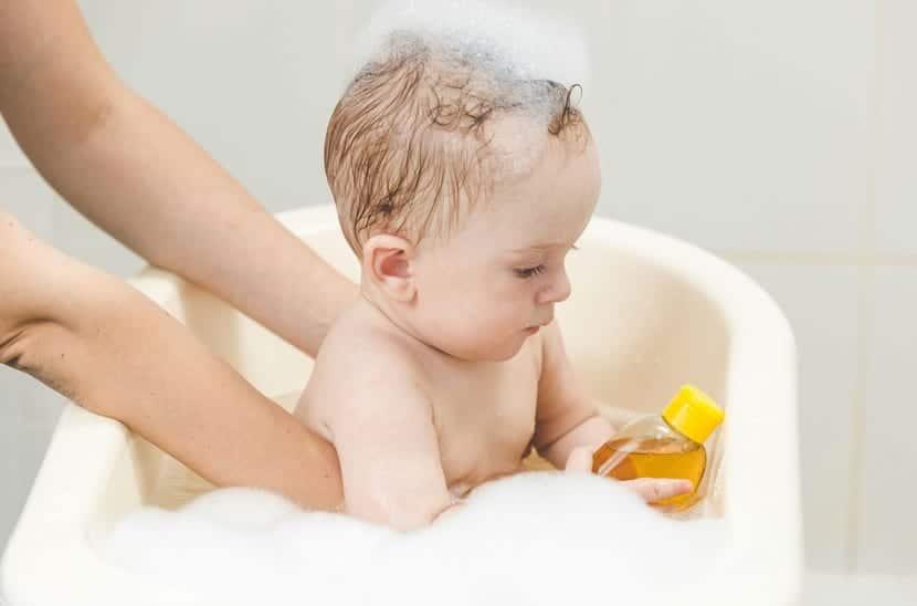 la hora del baño del bebé