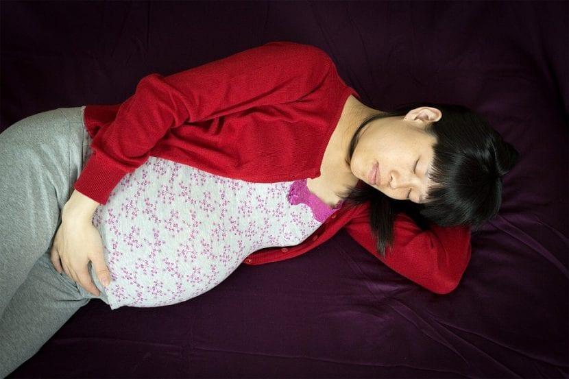 Joven embarazada está temerosa ante el futuro incierto.