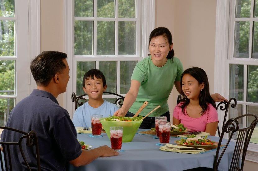 modales mesa niños