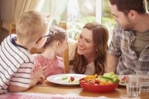 Padres que promueven un estilo de vida saludable