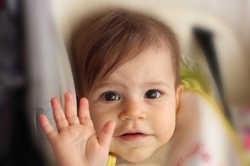saludar niños