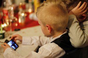 el peligro de los teléfonos en los adolescentes