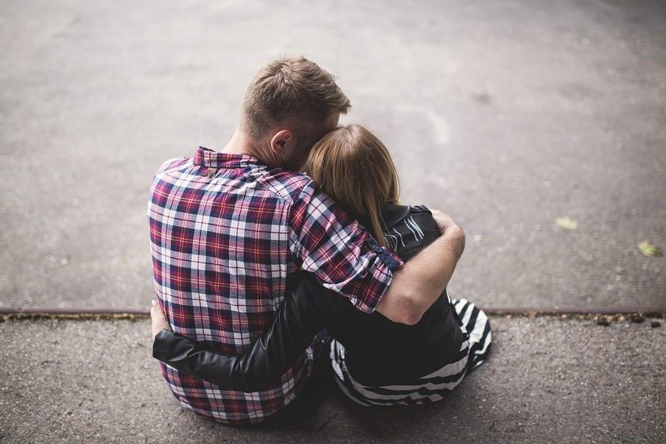 Padre e hija se apoyan mutuamente.