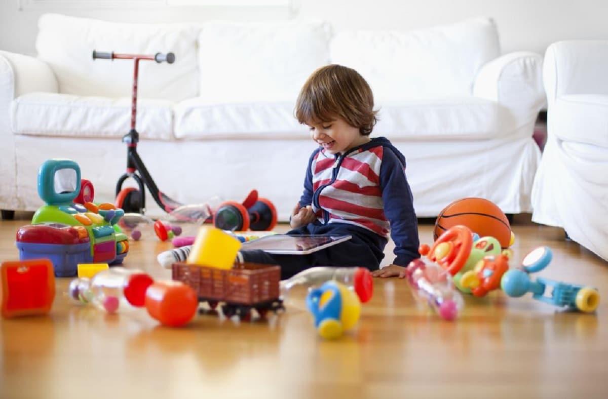 Sala llena de juguetes
