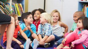 desarrollo de los niños con sus compañeros