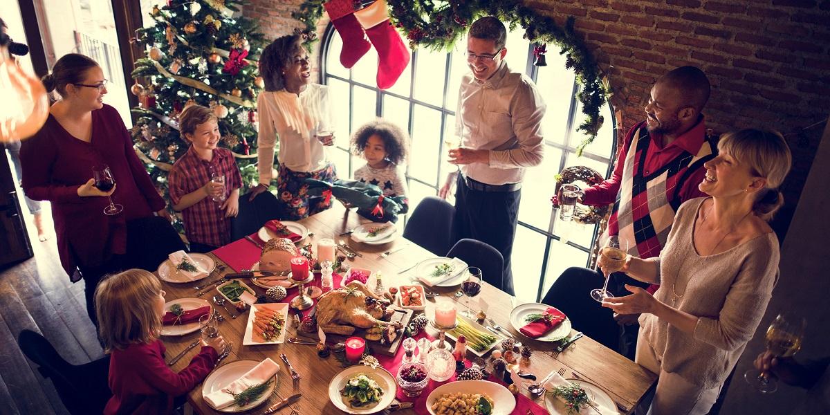 Familia en la cena de Nochebuena