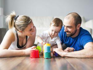 jugando con el hijo único