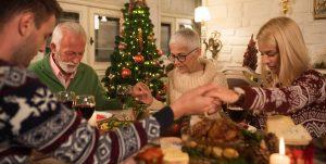 Familia reza por los que ya no están en Navidad