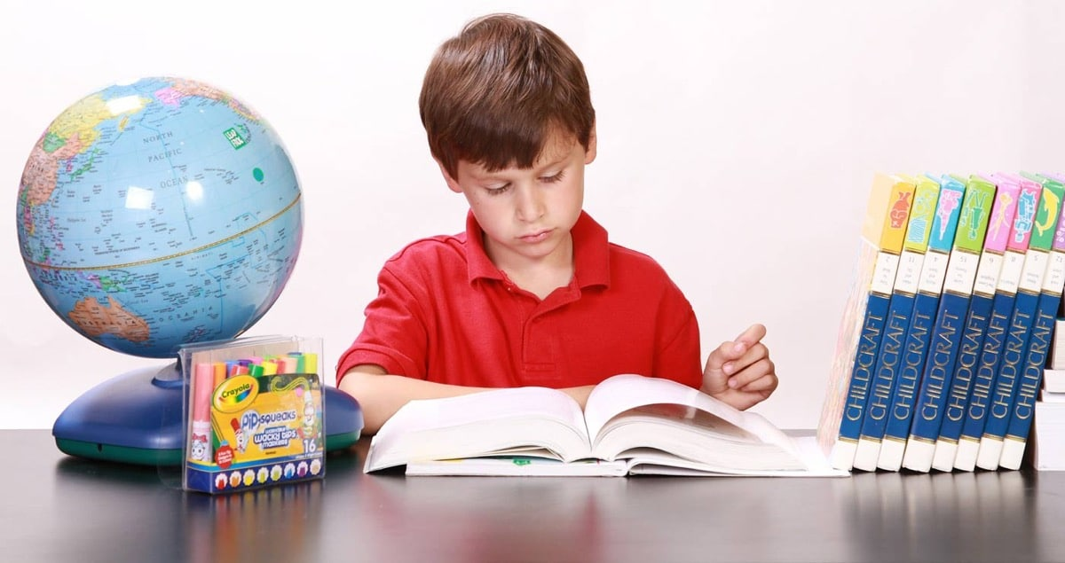 nene estudiando