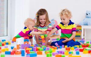 nenes jugando