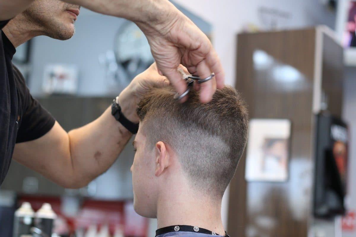 cortar el pelo a los hijos en casa