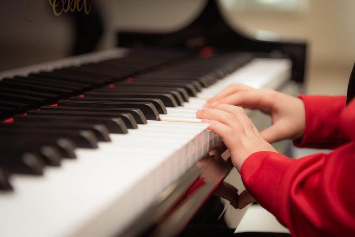 iniciar a un niño al aprendizaje de la música