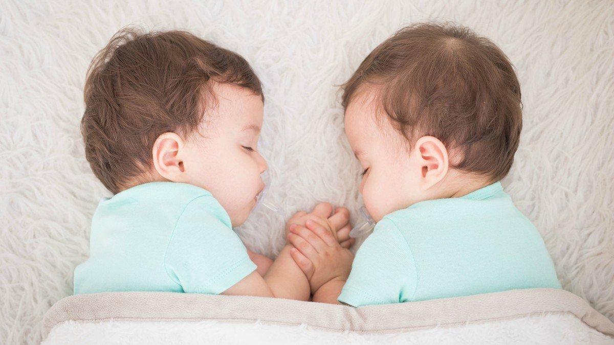 Consejos para educar y cuidar gemelos